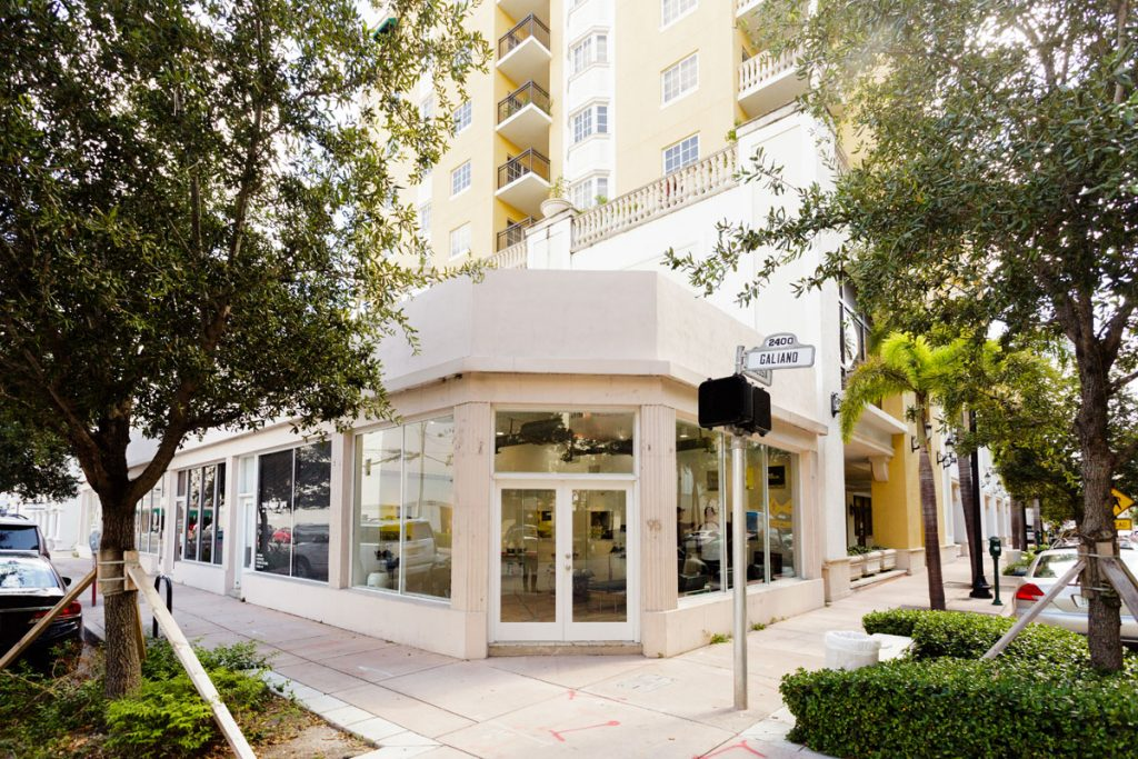 Front of Snap Crack coral gables location, Front doors and building exterior