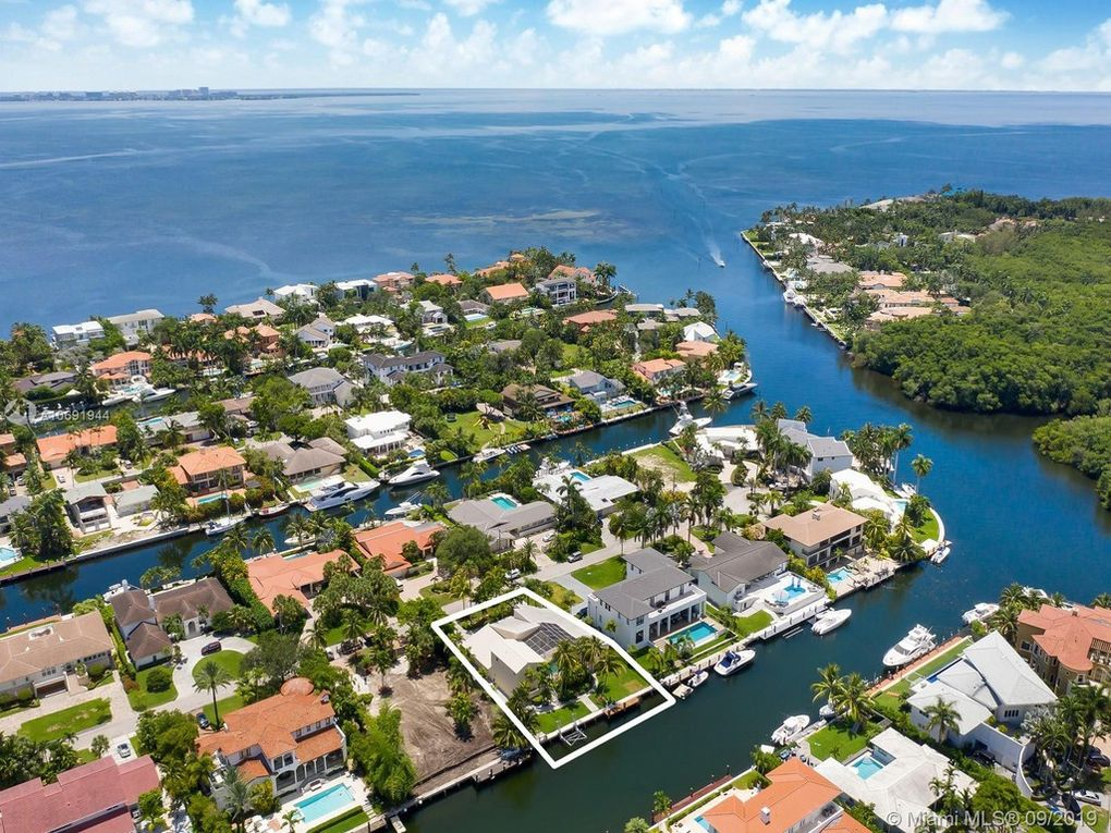 aerial view of homes in sunrise harbour