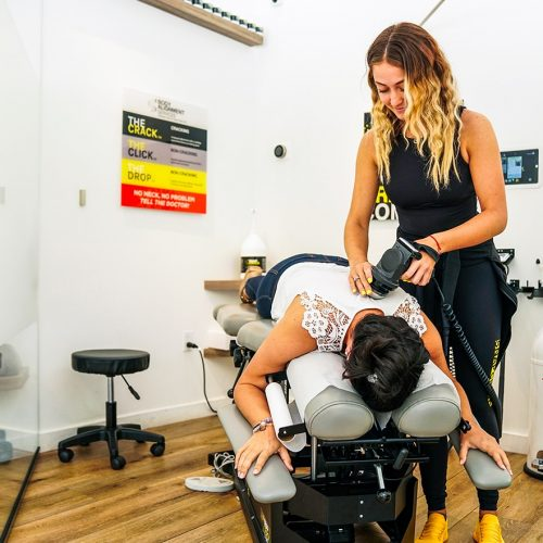 snapcrack attendant giving a massage